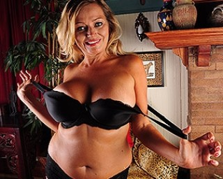 Horny American housewife playing with her wet pussy