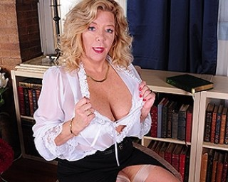 Hot American housewife getting ready to please herself