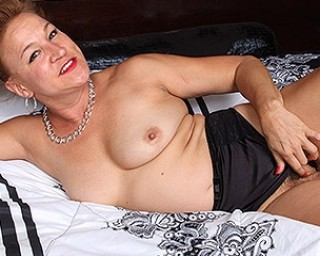 Hairy American housewife playing with herself