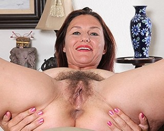 Horny American housewife playing with her hairy beaver