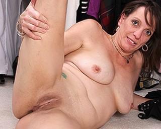 Horny American mature lady masturbating in her closet