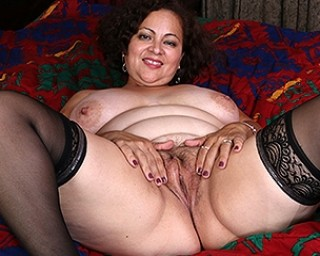 Big American mama playting with her unshaved pussy
