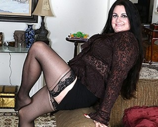 Curvy American housewife getting naughty by herself