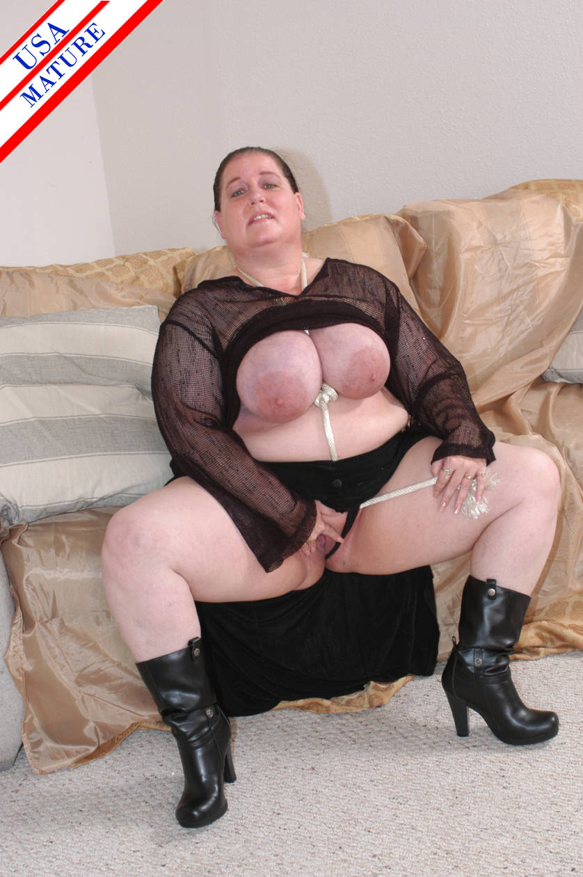 Mature chubby slut black cock