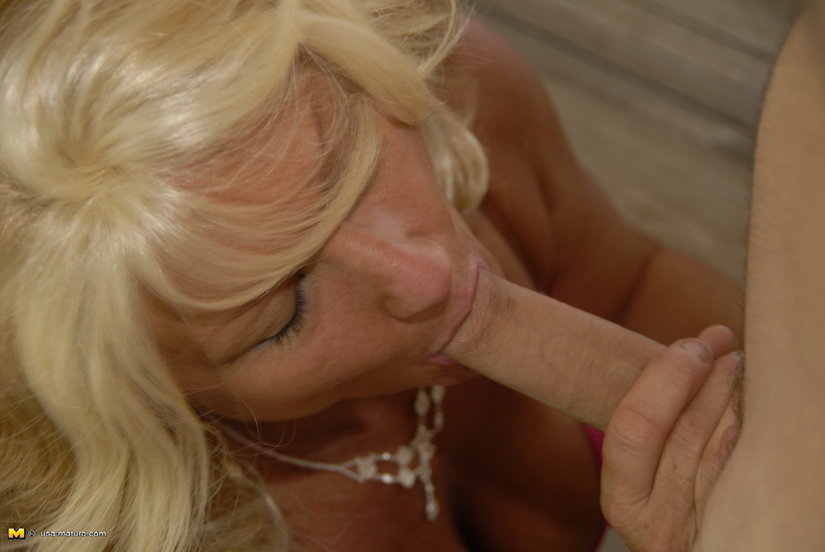 Blond takes it in the ass nd loves it