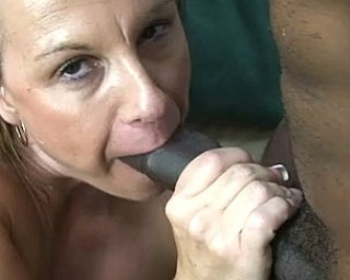 This Usa mature slut loves those black cocks