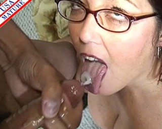 Chubby mature slut swallowing the swan