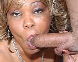 Ebony housewife wanting to eat cock and cum