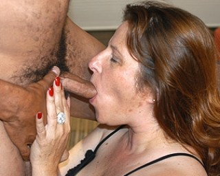 Chunky mama sucking fucking and getting a facial