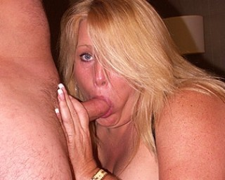 Big housewife craving a mouth full of jizz