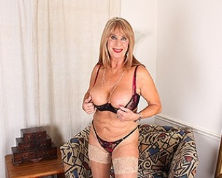 Hot American housewife pleases herself