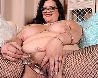Big breasted American BBW playing with her toy