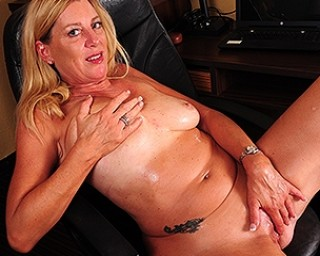 Horny American housewife playing with her pussy