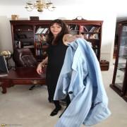 Cute American housewife teasing