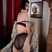 Kinky American housewife milking herself