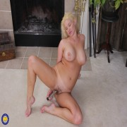 Naughty American MILF Scarlet loves to play with her hairy pussy